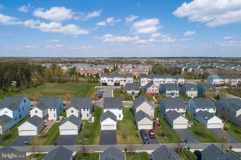 Ariel View Shows Good Distance Between Homes - 25928 KIMBERLY ROSE DR, CHANTILLY