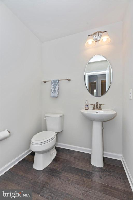 Main level half bath - 10058 HUTZELL ST, IJAMSVILLE