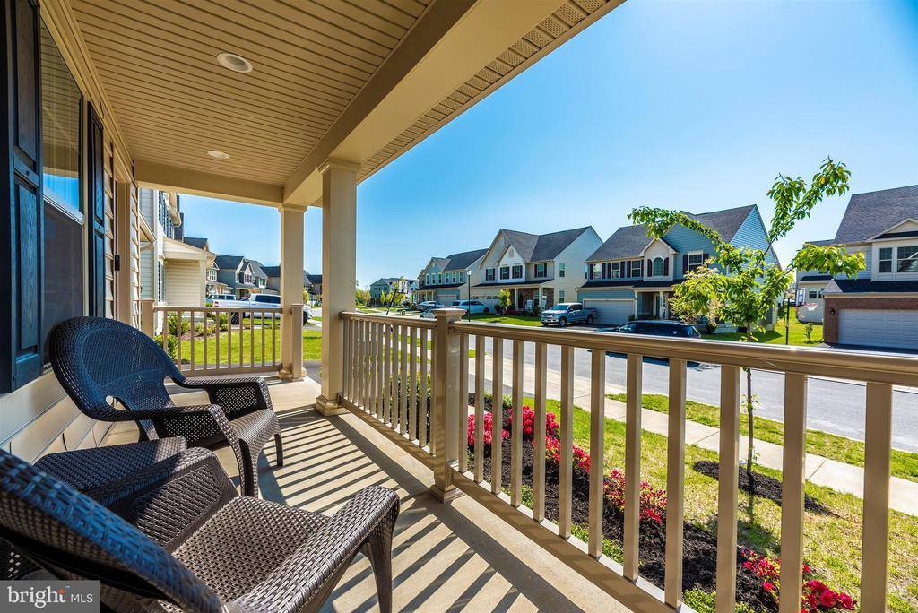 enjoy sitting on the deep porch - 10058 HUTZELL ST, IJAMSVILLE