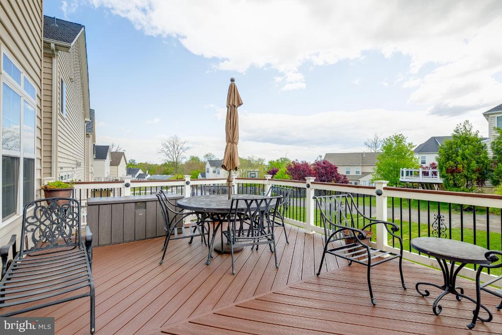 Spacious Trex deck great for outdoor entertaining - 42426 IBEX DRIVE, STERLING