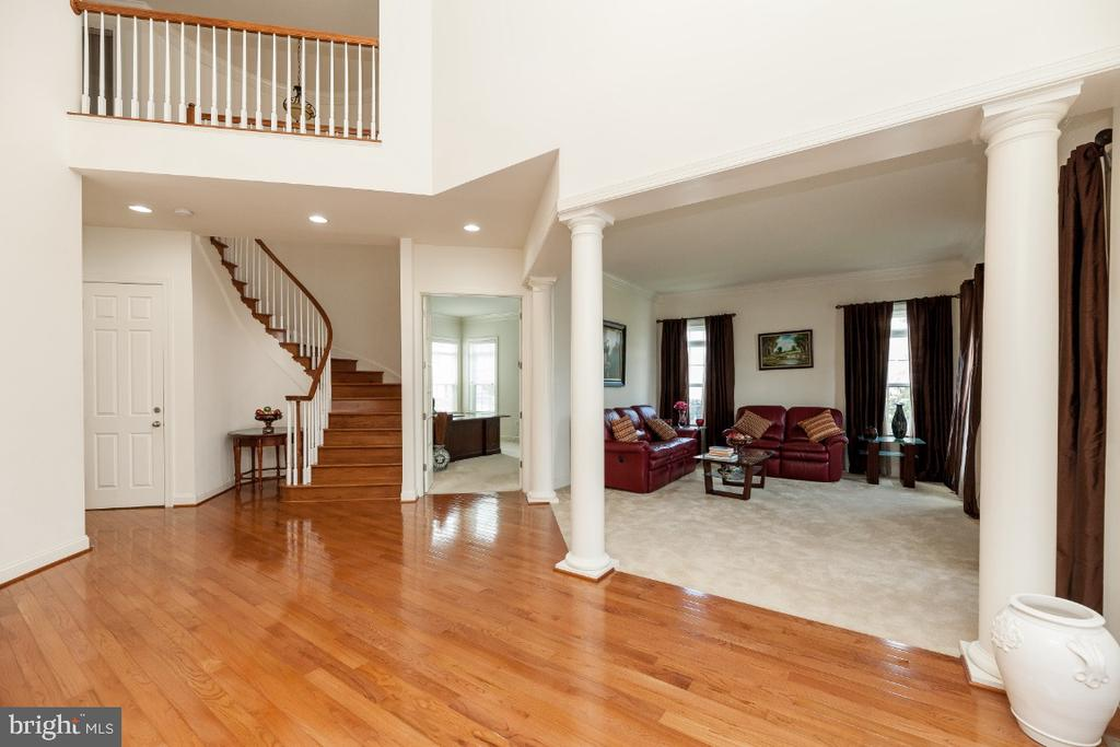 Two story foyer with upgraded HW floors - 42426 IBEX DRIVE, STERLING