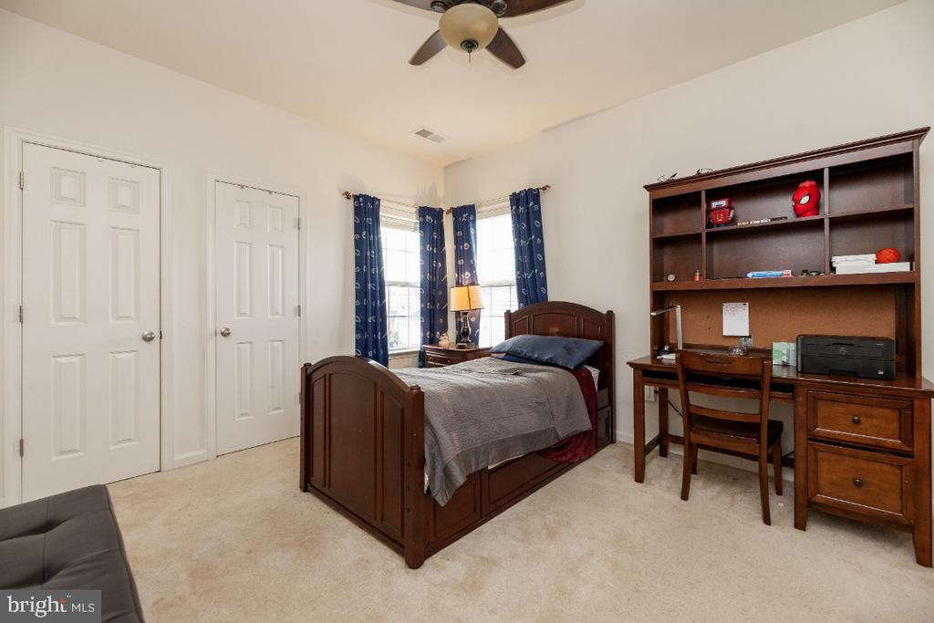 Large secondary bedrooms w plenty of closet space - 42426 IBEX DRIVE, STERLING