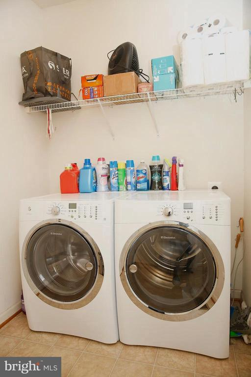 Laundry Room on Main Level - 25928 KIMBERLY ROSE DR, CHANTILLY