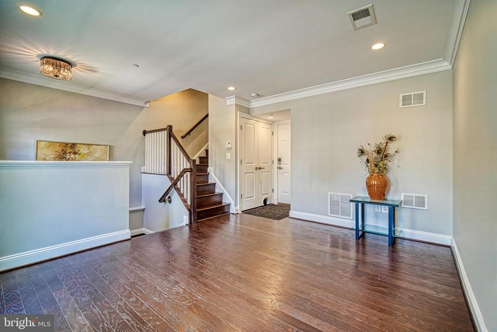 Gorgeous wood floors throughout - 825 N WAKEFIELD ST, ARLINGTON