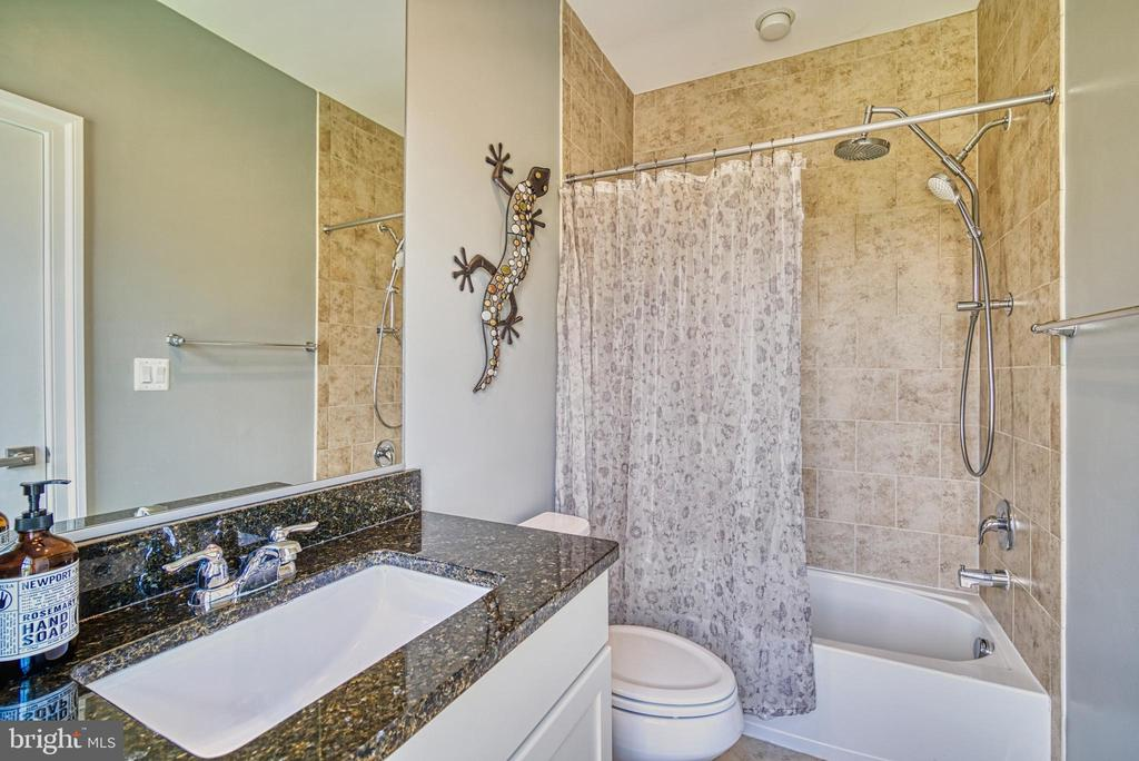 Guest bath has granite vanity counter - 825 N WAKEFIELD ST, ARLINGTON