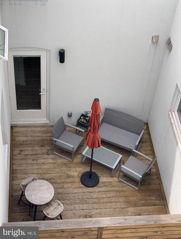 Your own outdoor space! - 2422 17TH ST NW #205, WASHINGTON