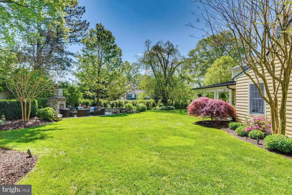 Level lawn for play - 1209 BERWICK RD, TOWSON