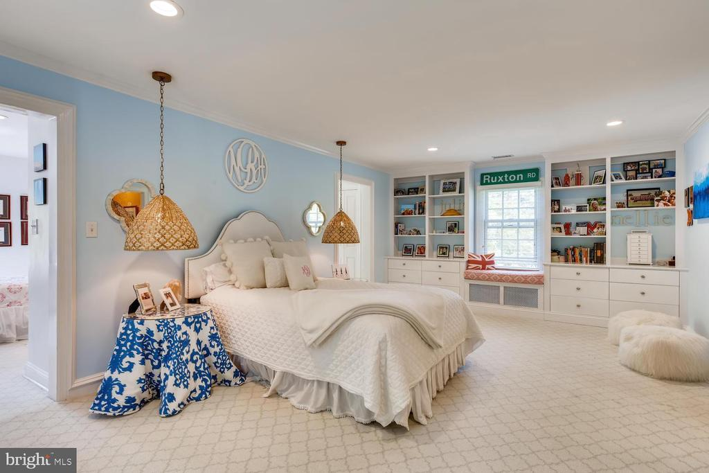 Bedroom Three with built-ins - 1209 BERWICK RD, TOWSON