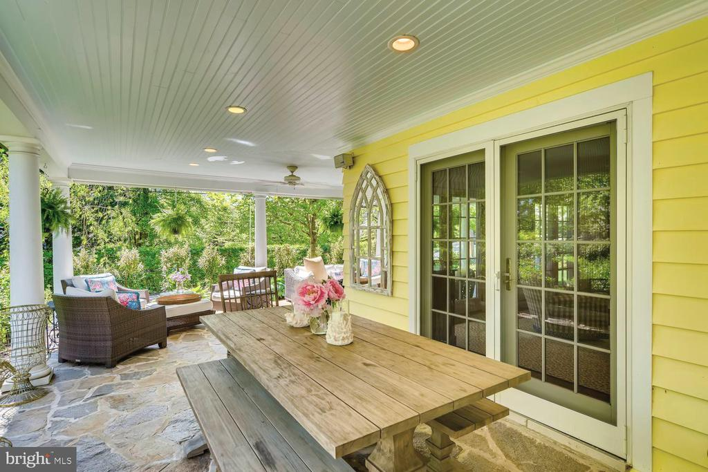 Covered porch for alfresco dining - 1209 BERWICK RD, TOWSON