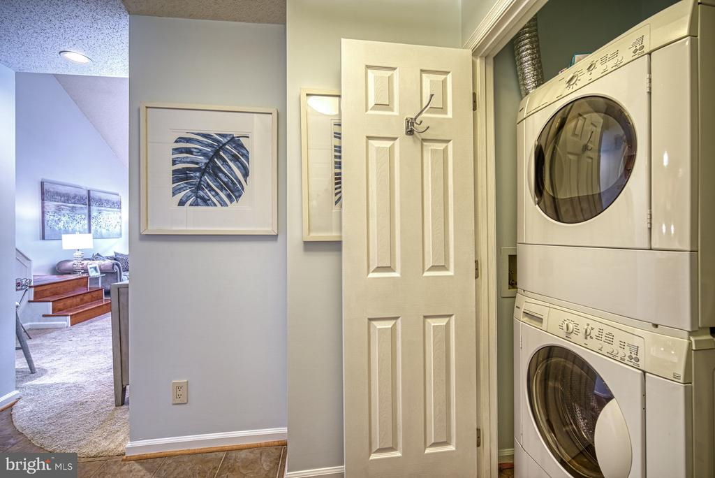 Full-size Washer and Dryer - 1720 LAKE SHORE CREST DR #34, RESTON