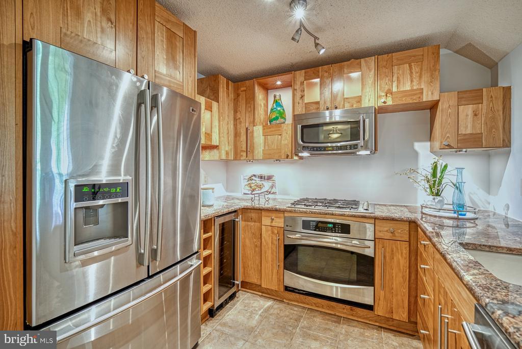 Gourmet kitchen with wine refrigerator - 1720 LAKE SHORE CREST DR #34, RESTON