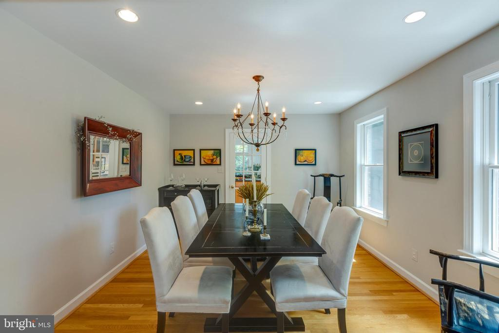 Entertain friends and family here. - 6234 22ND RD N, ARLINGTON