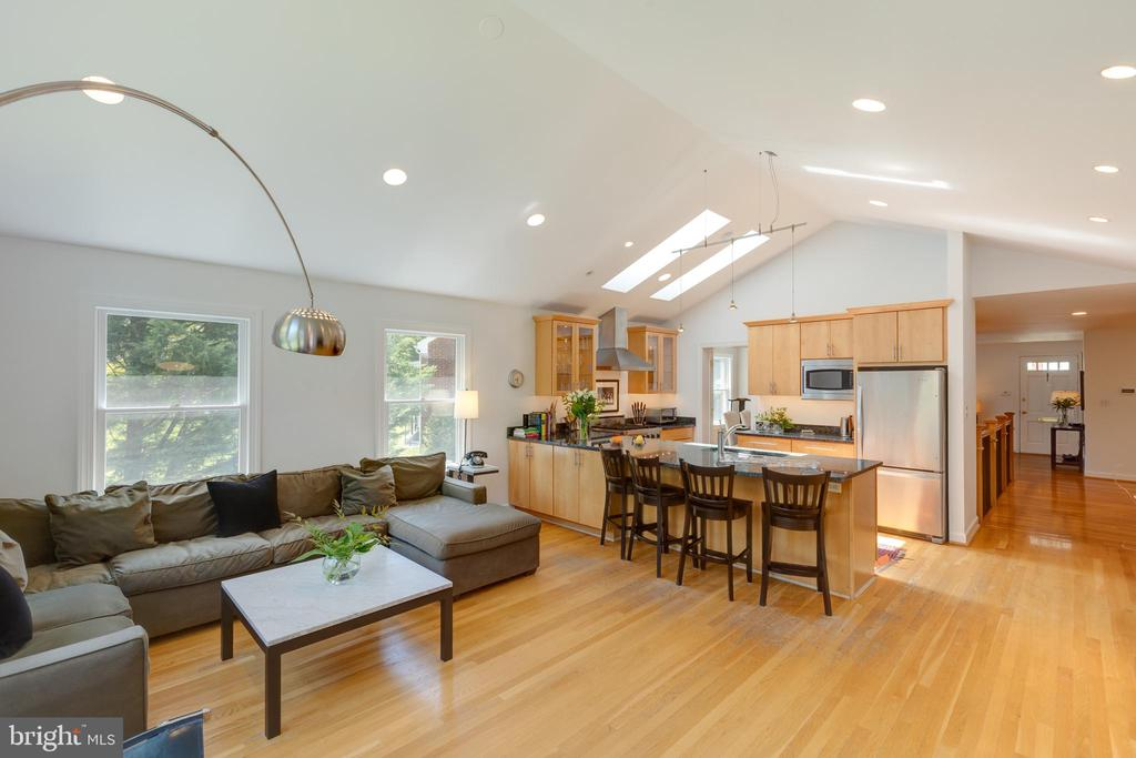Great entertainment/living space - 6234 22ND RD N, ARLINGTON