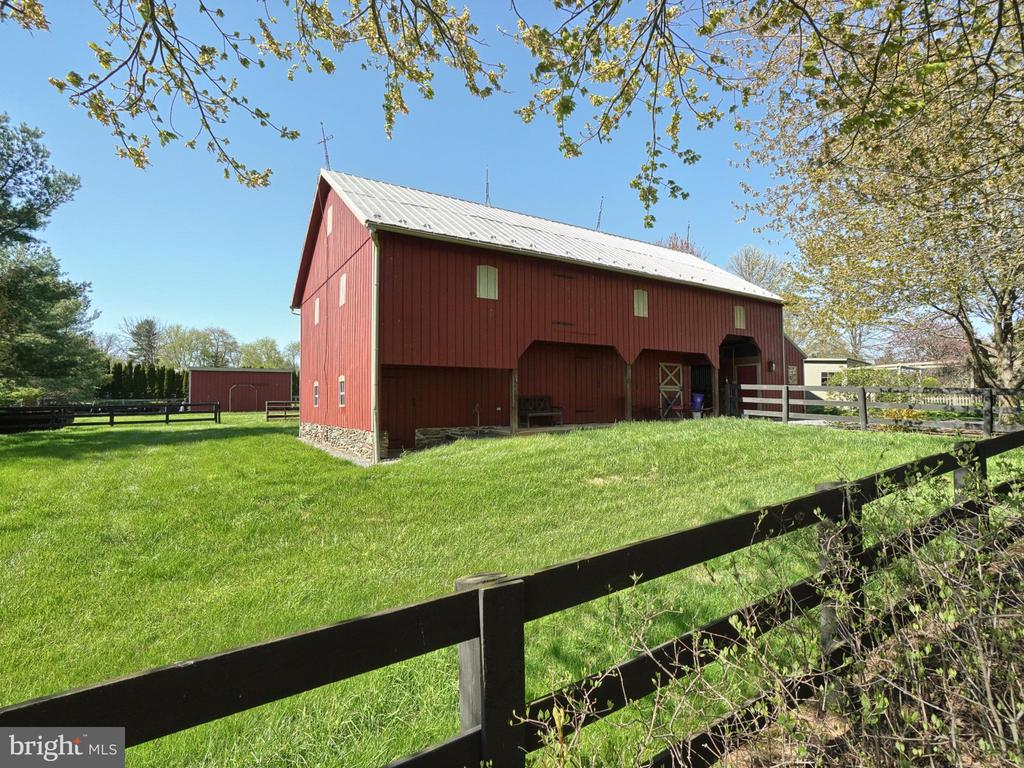 Stalls,tack room,2nd level storage, sauna,gym, - 4105 WESTON DR, KNOXVILLE