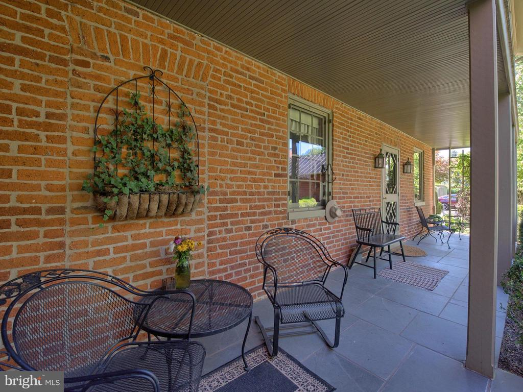 Two Level Resting Porches - 4105 WESTON DR, KNOXVILLE