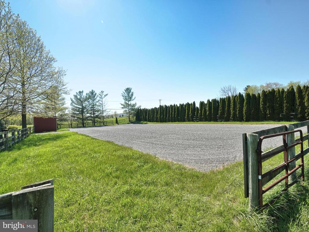 Stonedust regulation riding ring - 4105 WESTON DR, KNOXVILLE