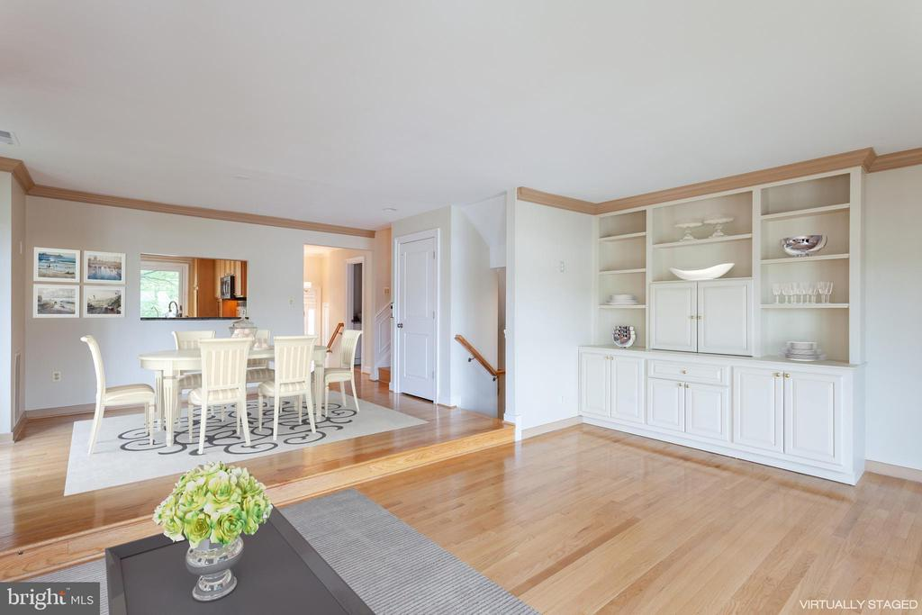 Open floor plan, custom built-ins - 2150 CHESAPEAKE HARBOUR DR, ANNAPOLIS