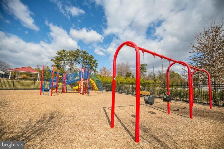 Community playground. - 214 WOODSTREAM BLVD, STAFFORD