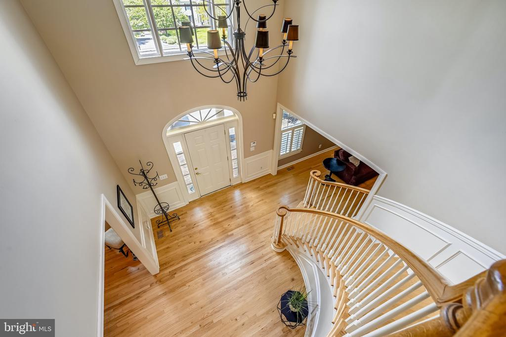 Beautiful staircase - 3417 HIDDEN RIVER VIEW RD, ANNAPOLIS
