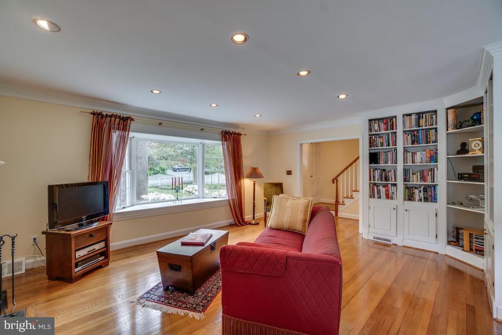 Living room: huge bay window, recessed lighting - 5824 BRADLEY BLVD, BETHESDA