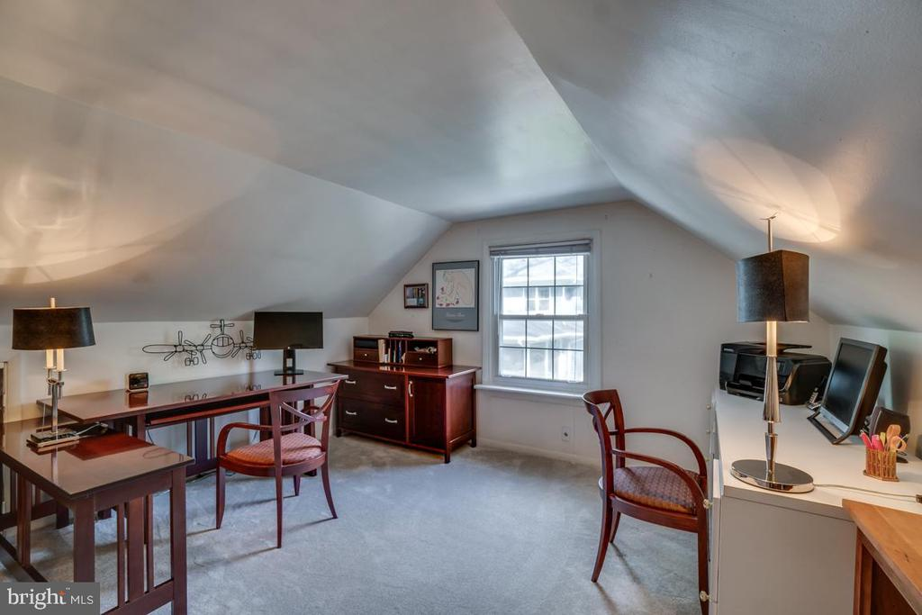 Upper level BR4: could be upstairs master - 5824 BRADLEY BLVD, BETHESDA