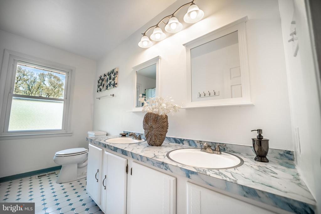 Hall Bathroom - 3506 W WATERSVILLE RD, MOUNT AIRY