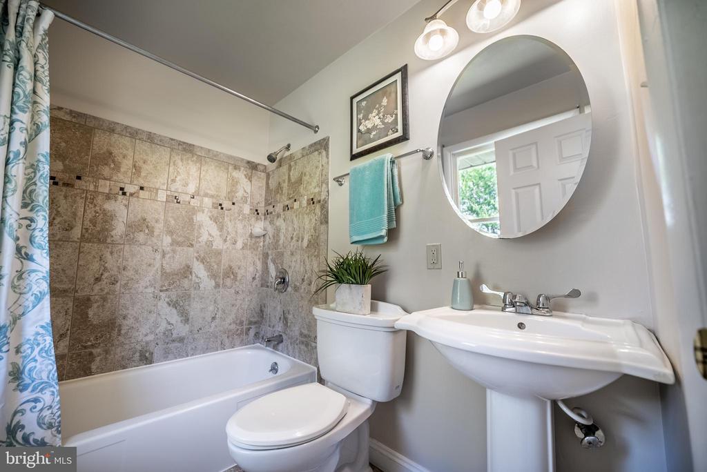 Master Bathroom (En-Suite) - 3506 W WATERSVILLE RD, MOUNT AIRY