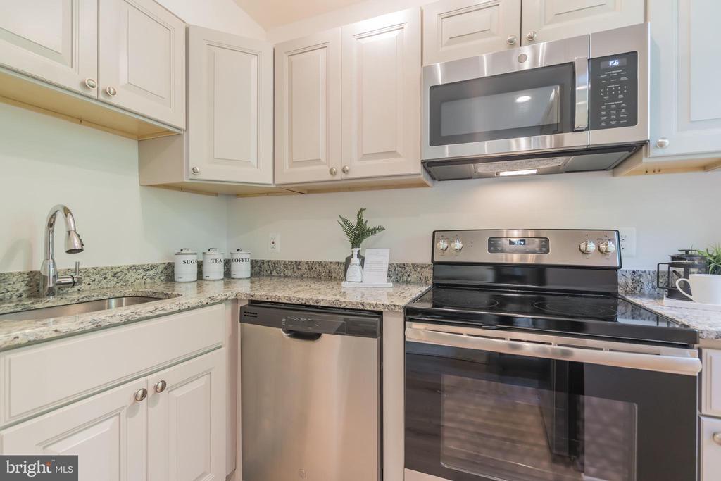 Kitchen - 4004 BEECHER ST NW #201, WASHINGTON
