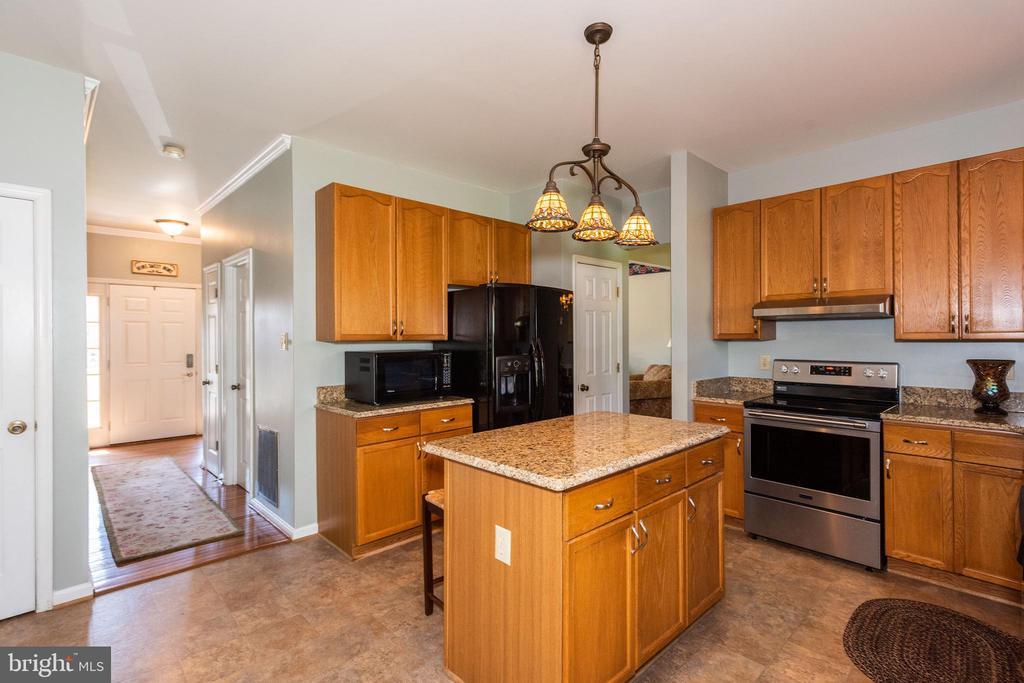 Kitchen w/ Center Island - 10406 FARMVIEW CT, NEW MARKET