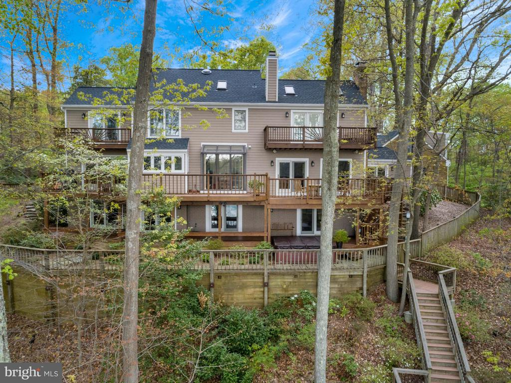 Perched on a hill with windows galore! - 236 MOUNTAIN LAUREL LN, ANNAPOLIS