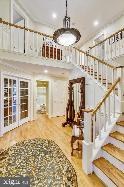 2-story Entry foyer, w/ natural light/wainescoting - 236 MOUNTAIN LAUREL LN, ANNAPOLIS