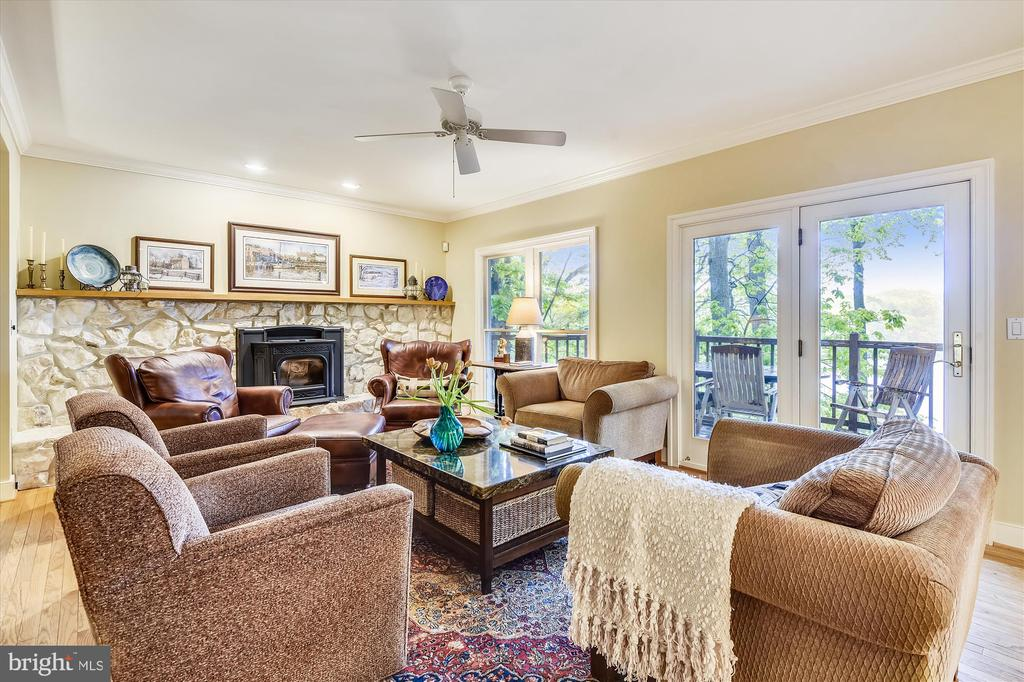 Family  room area adjacent to KT/brkfst area - 236 MOUNTAIN LAUREL LN, ANNAPOLIS