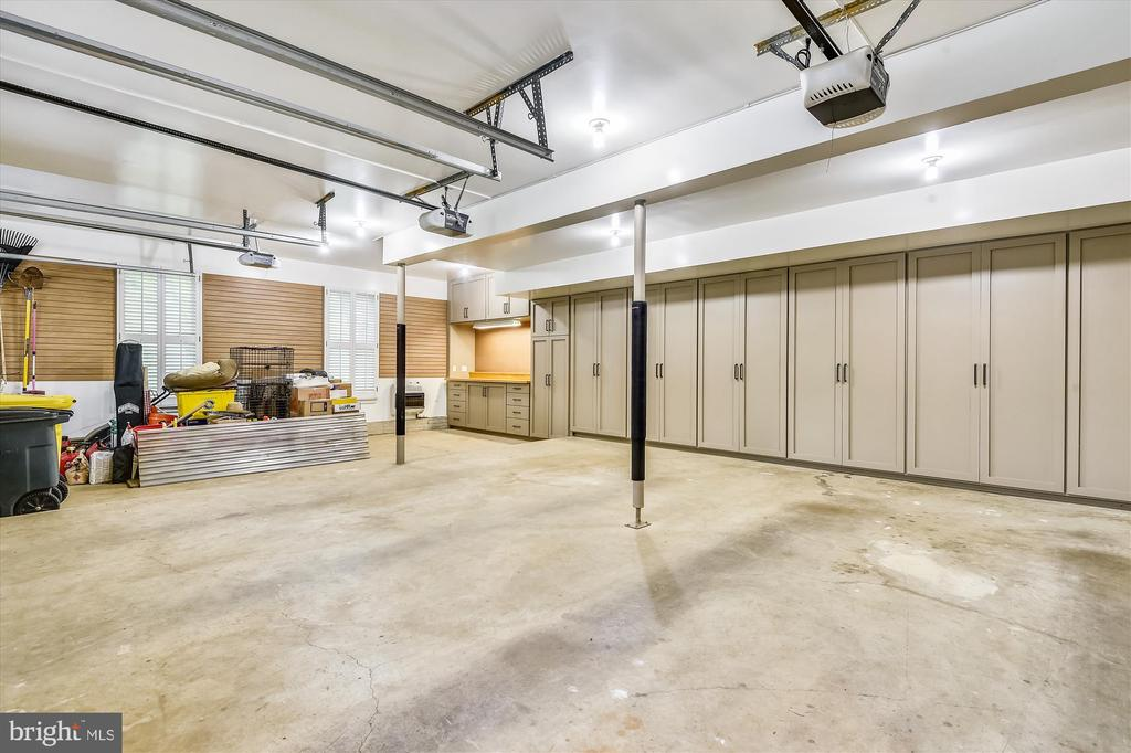 3-garage, heated, workshop area & wall of storage - 236 MOUNTAIN LAUREL LN, ANNAPOLIS