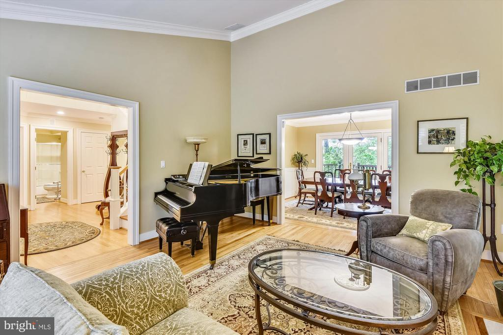 Spacious formal living room w/ vaulted ceiling - 236 MOUNTAIN LAUREL LN, ANNAPOLIS