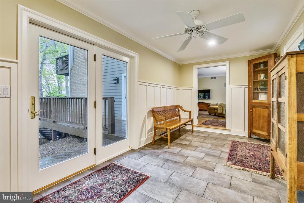 Heated tile floors & leads to au-pair ste. - 236 MOUNTAIN LAUREL LN, ANNAPOLIS
