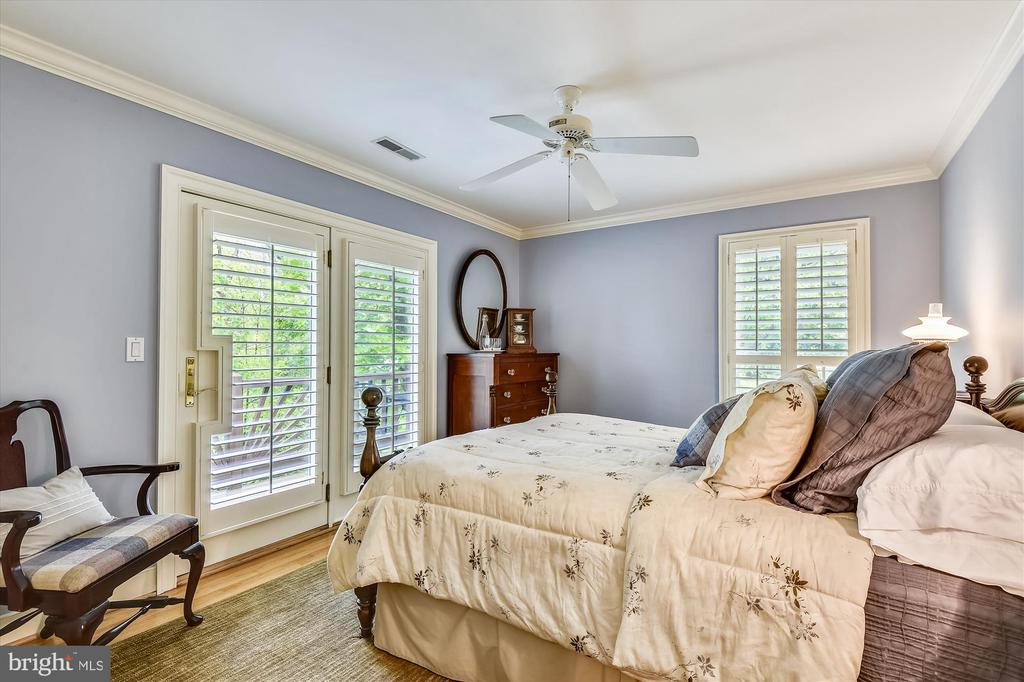 Guest BR 2 w/ private waterfront balcony - 236 MOUNTAIN LAUREL LN, ANNAPOLIS