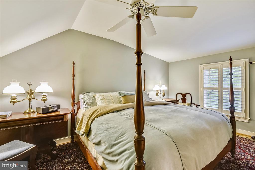Au Pair ste. sleeping area fits king bed. - 236 MOUNTAIN LAUREL LN, ANNAPOLIS