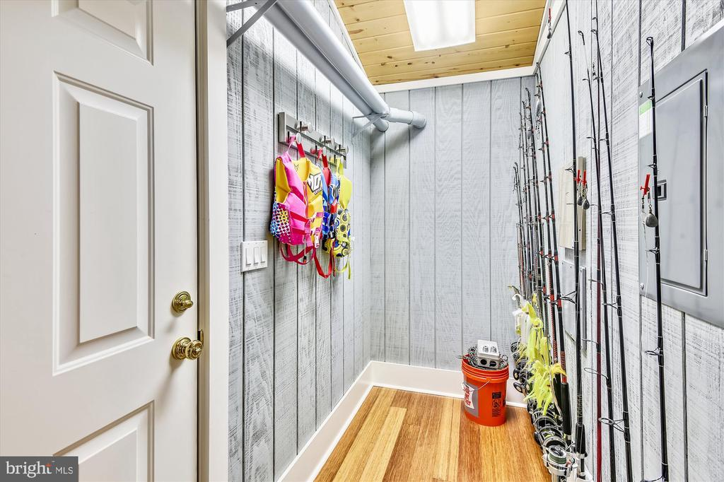 closet & utility room w/ tankless water heater - 236 MOUNTAIN LAUREL LN, ANNAPOLIS