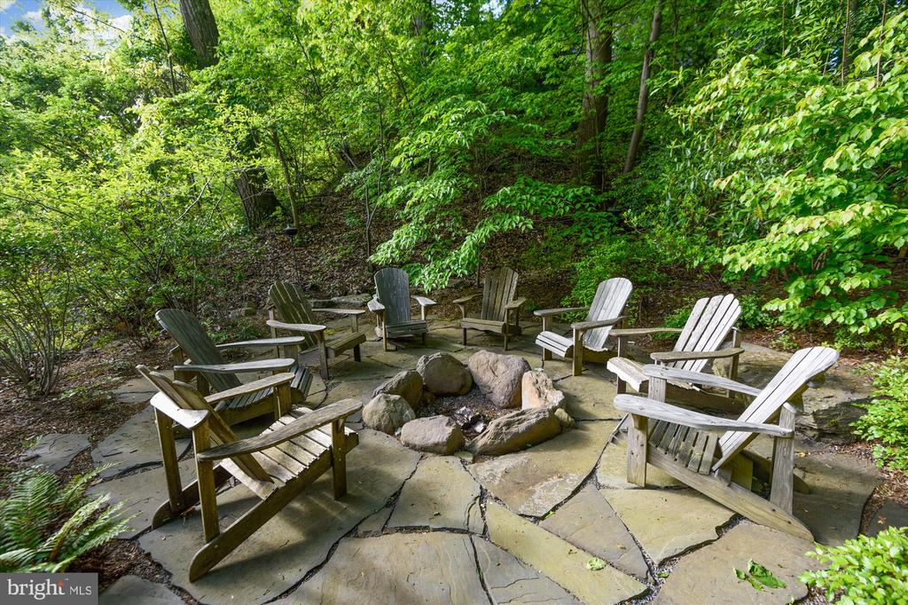 Now this is a firepit! - 236 MOUNTAIN LAUREL LN, ANNAPOLIS