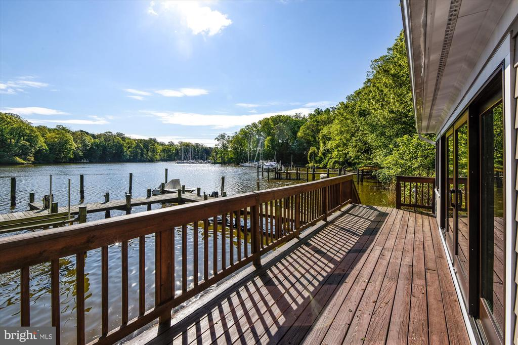 Boat house deck w/ full wall of glass. - 236 MOUNTAIN LAUREL LN, ANNAPOLIS