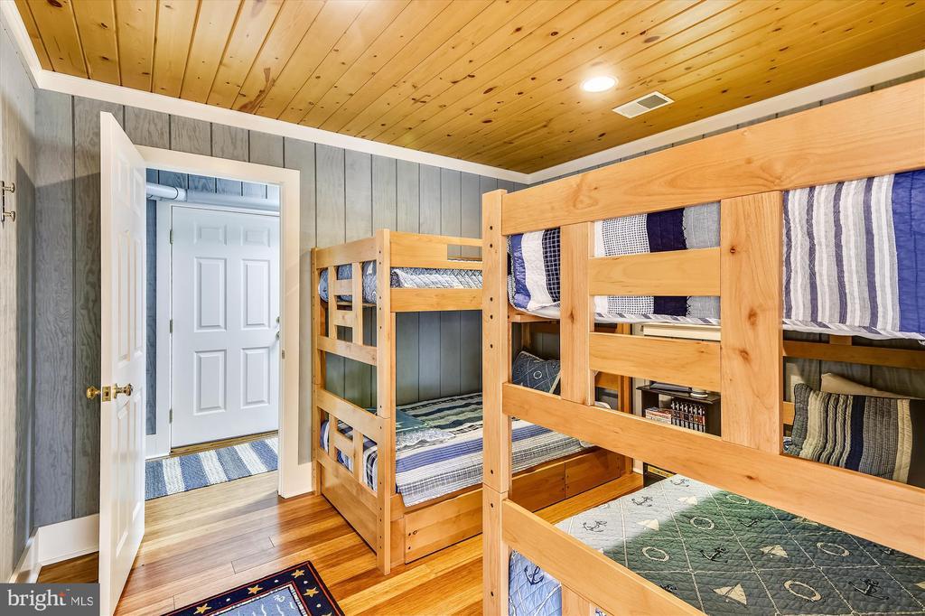 Boathouse bunk room - 236 MOUNTAIN LAUREL LN, ANNAPOLIS
