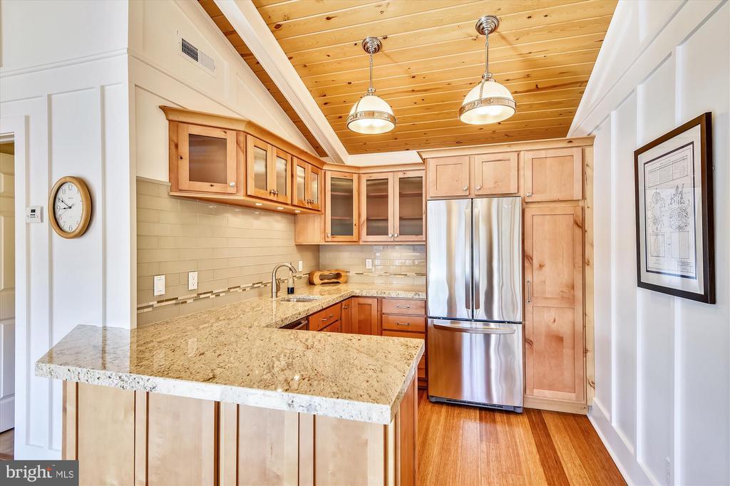 Kitchen w/ Granite counters Alder Cabinets - 236 MOUNTAIN LAUREL LN, ANNAPOLIS