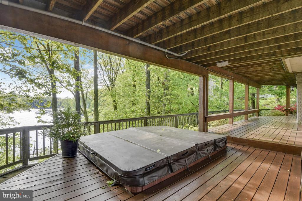 Decking off of LL family room - 236 MOUNTAIN LAUREL LN, ANNAPOLIS