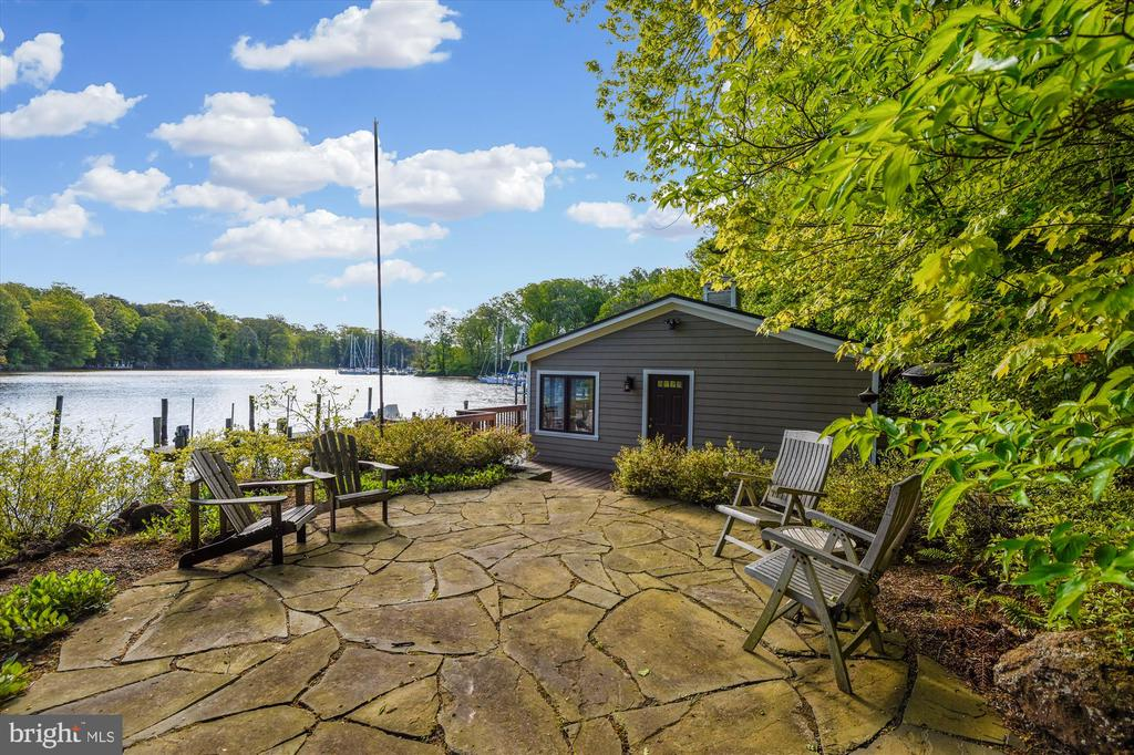 Beautiful waterside real stone patio - 236 MOUNTAIN LAUREL LN, ANNAPOLIS