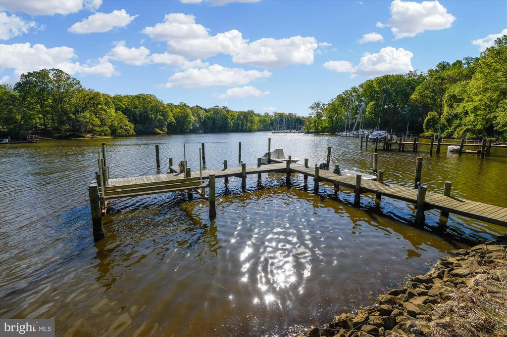 Multiple deep water slips for 6+ boats! - 236 MOUNTAIN LAUREL LN, ANNAPOLIS