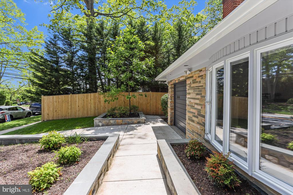 Custom Retaining Wall and Walkway - 1128 CRESTHAVEN DR, SILVER SPRING