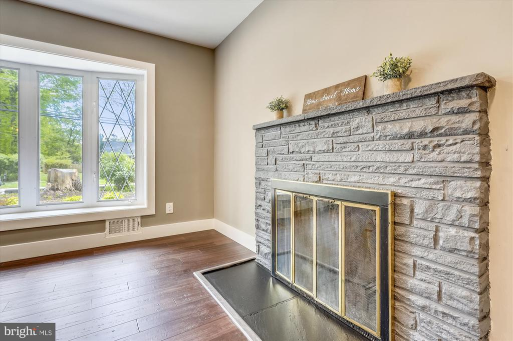 Fireplace - 1128 CRESTHAVEN DR, SILVER SPRING