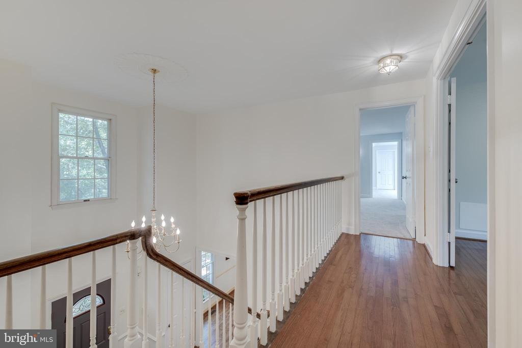 Upstairs Hallway looking towards the Master Suite - 344 DUBOIS RD, ANNAPOLIS