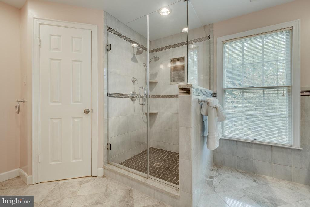 Master Bath Walkin Shower with Seamless Glass Door - 344 DUBOIS RD, ANNAPOLIS