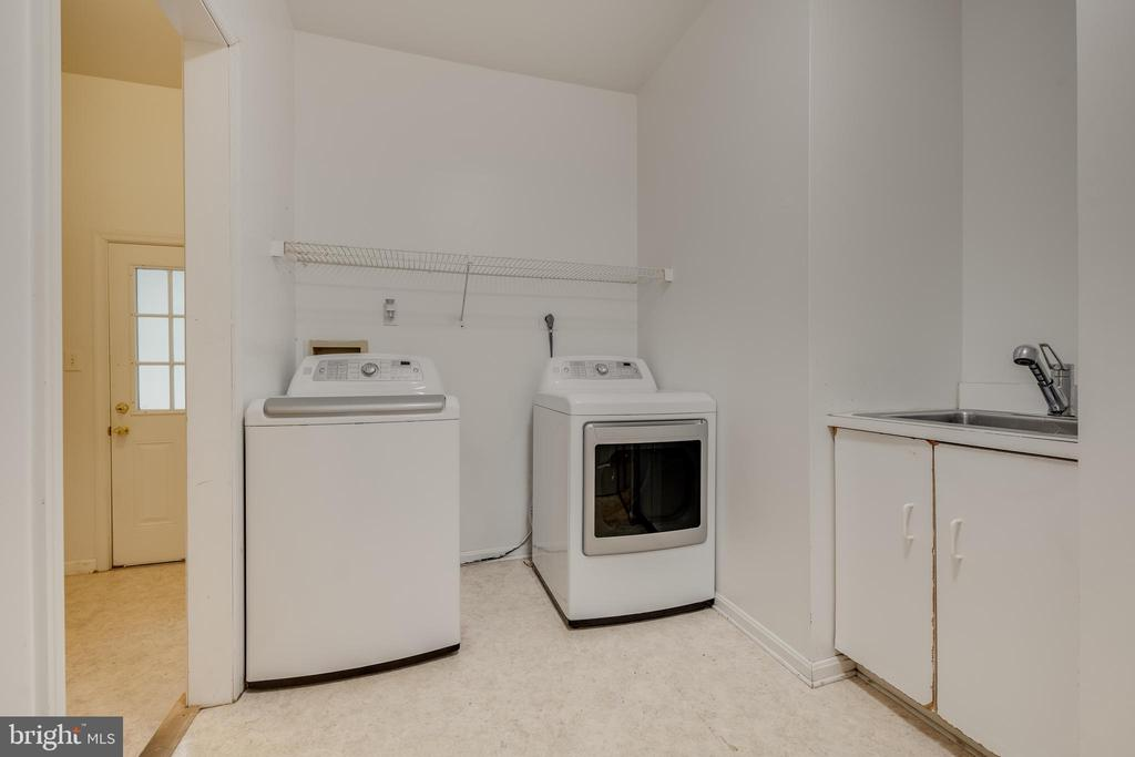 Laundry Room off the Kitchen - 344 DUBOIS RD, ANNAPOLIS